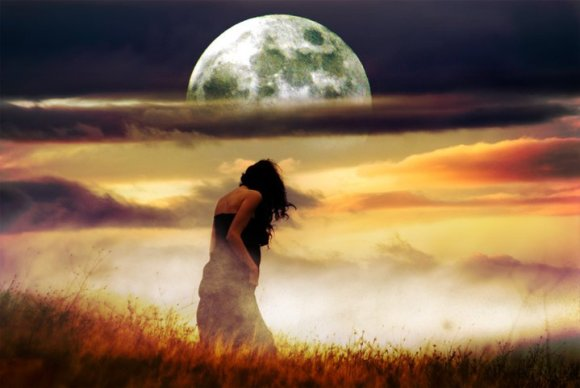 luna-saliendo-del-atarceder-mujer-agachada1